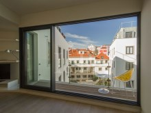 3 BEDROOM APARTMENT IN GATED COMMUNITY IN THE HISTORIC CENTRE OF LISBON%1/12