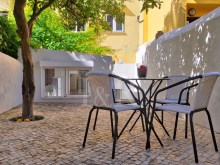 2 BEDROOM APARTMENT WITH A TERRACE IN PRINCIPE REAL, LISBON%1/11