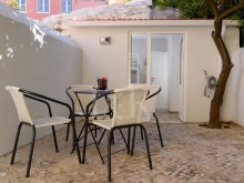 2 BEDROOM APARTMENT WITH A TERRACE IN PRINCIPE REAL, LISBON%5/11