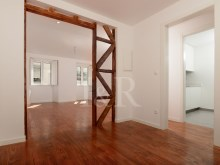 RENOVATED 2 BEDROOM APARTMENT IN BAIRRO DA BICA, LISBON%1/9