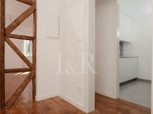 RENOVATED 2 BEDROOM APARTMENT IN BAIRRO DA BICA, LISBON%2/9