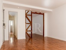 RENOVATED 2 BEDROOM APARTMENT IN BAIRRO DA BICA, LISBON%4/9