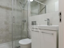 RENOVATED 2 BEDROOM APARTMENT IN BAIRRO DA BICA, LISBON%6/9