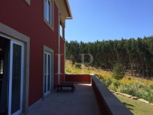 5 BEDROOM COUNTRY HOUSE WITH VINEYARD AND WOODS AT 50 MIN FROM LISBON%4/10