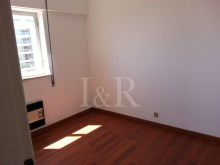 1 BEDROOM APARTMENT WITH GREAT TAGUS VIEW IN RESTELO, LISBON%4/5