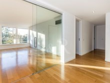 4-BEDROOM APARTMENT TO RENT WITH BALCONY AND VIEW OVER THE GULBENKIAN PARK, LISBON%3/10