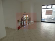 Shop with basement in Faro%1/12