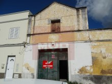 House to retrieve in the Centre of Olhao-facade of the garage/warehouse%25/28