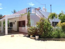 Detached house with land in Quelfes-facade%1/13