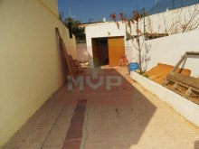 House with yard and garage in Olhao-access garage%1/14