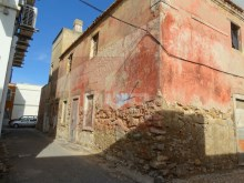 Residences in ruins in the Centre of Olhao%4/6