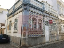 Traditional townhouse in Olhao%1/8