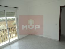 2 bedroom apartment in the Centre of Moncarapacho-room 2%6/11