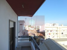 3 bedroom apartment with sea view in the Centre of Olhao-kitchen balcony%2/15