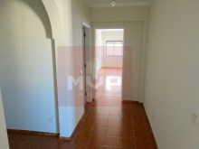 3 bedroom apartment with sea view in the Centre of Olhao-hall entrance%10/15