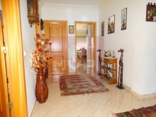 2 bedroom apartment with parking in Olhao-hall%3/10