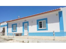 Charming cottage in Atouguia da Baleia%1/12