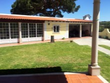 Wonderful villa in Óbidos - garden and garage.JPG%11/15