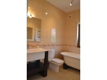 Shared bathroom%28/32