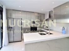 6-Fully fitted kitchen%6/19