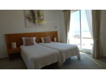 Room with two single beds%14/26
