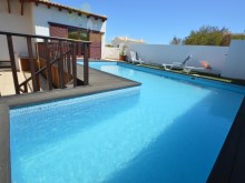 House with swimming pool%2/15