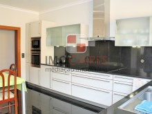 15 MHRD - Bellevue Villa - Kitchen (Large)%16/36