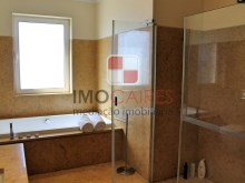 20 MHRD - Bellevue Villa - Bathroom - Master en-suite 2 (Large)%19/36