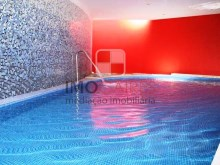 Piscina interior inserida no condomínio privado perto do centro do Funchal%30/30