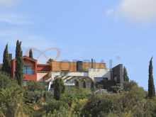 Housing in V4 detached villa with pool and garden in Albufeira.%24/25