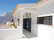 Villa for sale with pool and garage in Albufeira%14/16