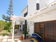Buy 4 bedroom villa with pool and garage in Albufeira%16/16
