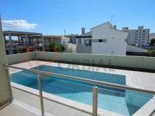 V5 villa with swimming pool for sale in Armação de Pêra, Algarve %23/40