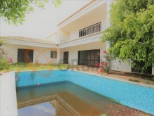4 bedroom villa with swimming pool for sale in Albufeira, Algarve%12/17