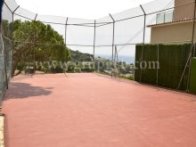 Terrace + built-in indoor barbecue + basketball/handball court%34/40