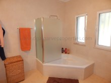 3bedroom-onelevel-villa-Quarteira-pool%15/18