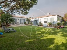 Groundfloor villa in Estoril%1/9