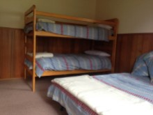 Bedroom with 1 set of bunks and sofa bed%8/9