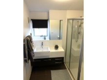 Ensuite from master bedroom%16/19