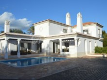 Stunning totally renovated four bedroom manor house in São Lourenço with sea view | 4 Bedrooms | 4WC