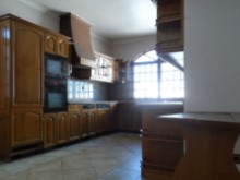 House 5 Bedrooms-Kitchen%1/19