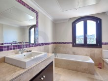 13 Guest bathroom%13/42