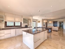 36 Fully fitted kitchen%28/42
