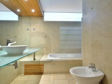 Bathroom en suite%8/12