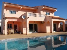 Spacious five bedroom villa with pool%1/20