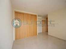 Bedroom with fitted wardrobes%16/19