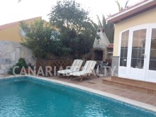 House with private swimming pool%12/14