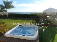 Villa with Jacuzzi and sea view.%3/16