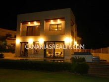 Amazing villa with sea view and large garden%16/16