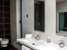 Villa in Praia D'El Rey Golf & Beach resort - bathroom 2(1)%9/31